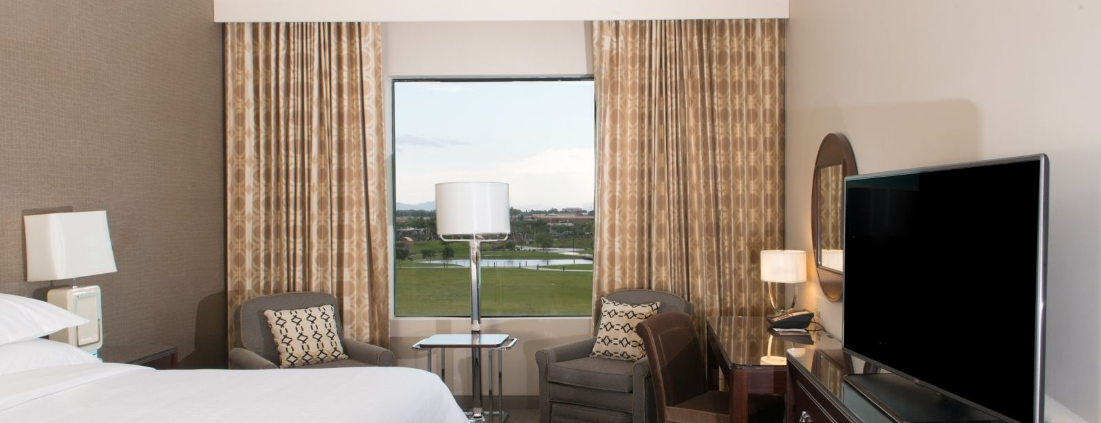 Traditional Guestroom | Sheraton Mesa Hotel at Wrigleyville West